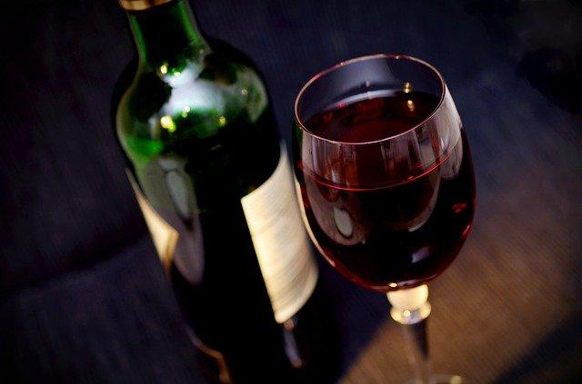 Dlaczego czerwone wino jest zdrowsze od białego